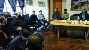 Reunión de prestadores turísticos junto a autoridades provinciales.