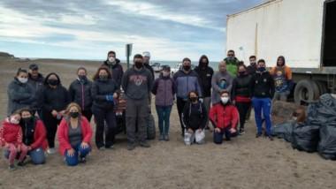 El grupo  de personas que trabajó  en las tareas realizadas en Península Valdés, Madryn y Playa Unión.