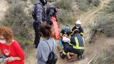 Bomberos y Policía debieron entrar al campo para hallar al hombre.