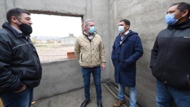 En su visita, el gobernador Mariano Arcioni inauguró viviendas y un playón deportivo, entre otras cosas.