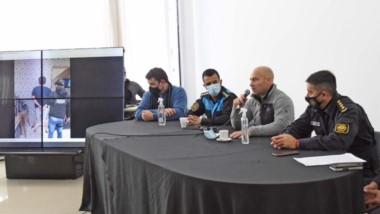 El ministro de Seguridad junto a la cúpula policial en conferencia tras el operativo antidrogas.
