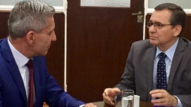 El gobernador Arcioni y el secretario de Minería, Alberto Hensel, se reúnen esta semana en Rawson.