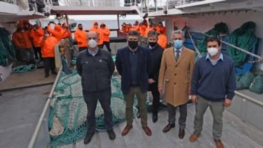 Arcioni ayer en Madryn durante el amarre de un buque tangonero.