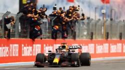 Victoria festejada de Verstappen. El piloto de Red Bull suma 131 puntos, mientras que el de Mercedes 119 puntos.