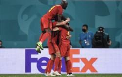 Por diferencia de gol, Dinamarca accedió a octavos donde jugará con Gales.