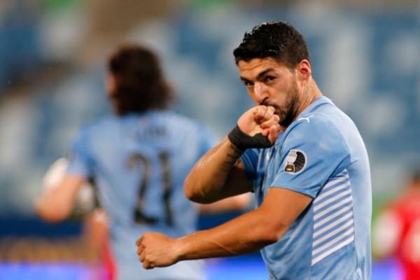 Entre Suárez y Vidal, en contra, empataron para Uruguay.