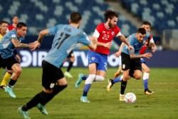 En un entretenido cotejo, Chile y Uruguay terminaron 1 a 1 por la tercera fecha.