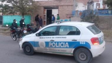 El propietario de la vivienda las amenazó con un palo y fue detenido.