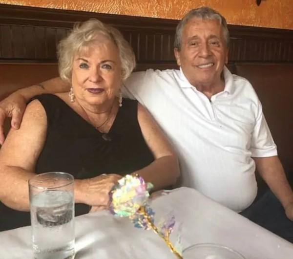 Julia Yonkowski junto a su esposo. La mujer no pudo devolver los US$ 1.000 millones