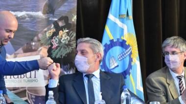 El gobernador junto a los intendentes de Puerto Madryn y Esquel en el lanzamiento de la temporada.