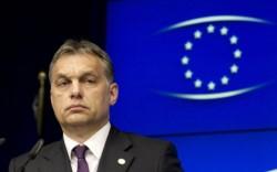 El primer ministro húngaro, el nacionalista Viktor Orban, defendió la ley al llegar a la cumbre y se declaró defensor de los derechos de los homosexuales.