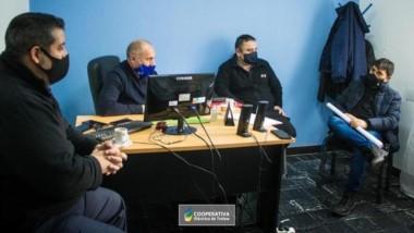 Imagen dela reunión entre la Cooperativa y la Policía de Chubut.