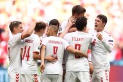 Dinamarca logró ante Gales la mayor goleada de su historia en eliminatoria de un gran torneo (4-0).