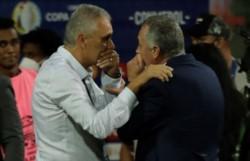 Los elogios de Gustavo Alfaro a Tite, tras el empate de Ecuador Bandera de Ecuador ante Brasil.