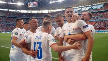 Con anotaciones de Holeš y Schick, los checos avanzan a cuartos de final. Enfrentarán a Dinamarca buscando el pase a la semifinal.