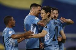 Edinson Cavani, de penal, marcó el gol de la victoria de Uruguay sobre Paraguay.