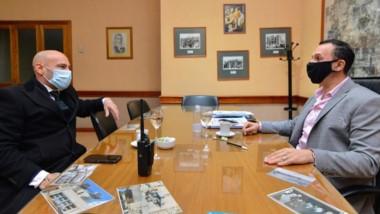 Visita al Palacio Municipal. Massoni dialogó con el jefe comunal.