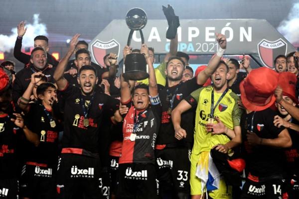 Colón es el campeón de la Copa de la Liga y suma su primera estrella en sus 116 años de vida.