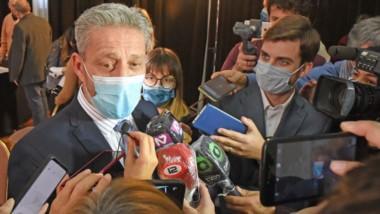 El gobernador habló con la prensa luego de la apertura de licitación por obras para Comodoro Rivadavia.