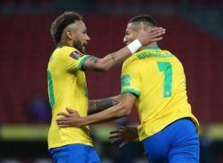 Neymar fue figura al asistir a Richarlison y anotar desde el punto penal.