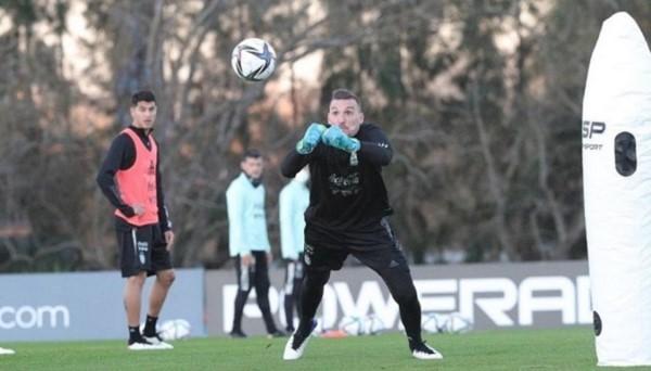 A Franco Armani le sigue dando positivo. En cambio, a Montiel negativo y jugaría contra Colombia.