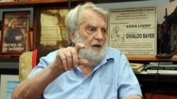 Escritor, historiador, periodista y anarquista. Sus investigaciones sobre las huelgas patagónicas ocurridas en Santa Cruz en 1920 son un clásico imprescindible.