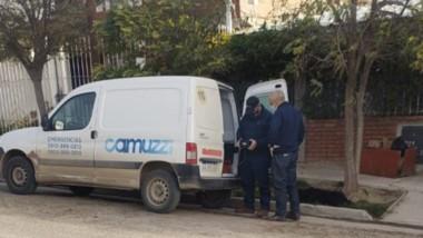 Miembros de Camuzzi trabajando en el domicilio de Gallastegui al 800.