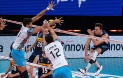 Argentina no pudo con Italia y enfrentará mañana a Australia por la octava fecha del torneo.