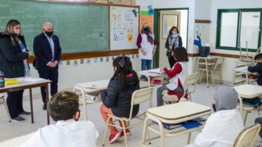 Sastre visitó la escuela y se interiorizó de la nueva herramienta virtual.