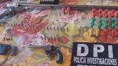 Cuatro armas de fuego y varias municiones fueron incautadas ayer.