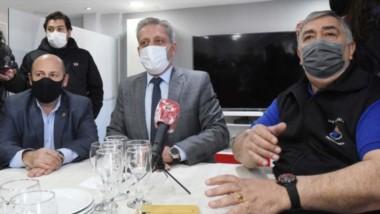Puños. González, Sastre y Arcioni, juntos por la Empresa de Energía.
