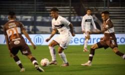 Mansilla y Tissera pusieron en ventaja al Calamar. García y Fratta, sobre la hora, hicieron los goles del local.