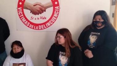 Las familias Vaquero y Villagra informando sobre la marcha callejera para pedir justicia en Puerto Madryn.