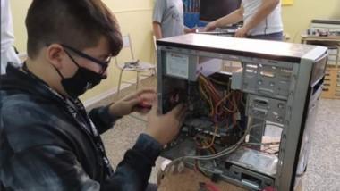El proyecto Puente busca ayudapara la refacción de computadoras y donarlas a instituciones.