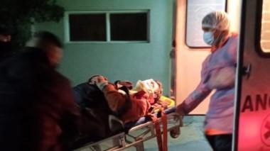 El camionero fue derivado al Hospital de Trelew donde se violentó.