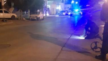 El siniestro vial sucedió cuando el auto impactó contra un garage.