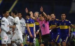 Boca le metía un gol a Atlético Mineiro y ponía la serie a su favor. Pero así como en la Bombonera, en el partido de ida, se lo anularon mal.