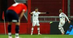 Independiente tuvo varias chances de gol en el primer tiempo. Tras una de ellas, sufrió la respuesta letal de Santos.