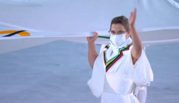 """Gran orgullo para la """"Peque"""" Pareto. Primera deportista argentina en portar la bandera del COI en una ceremonia inaugural."""