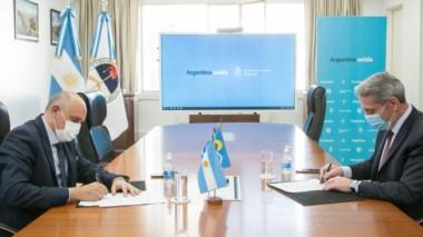 Arcioni en el Ministerio de Transporte de la Nación firmado los convenios para las terminales de Chubut.