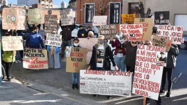 La protesta se produjo en las mismas instalaciones del edificio estatal perteneciente al Ministerio de Salud.