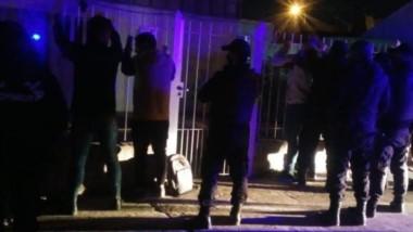En uno de los eventos hubo agresión a los policías y demorados.