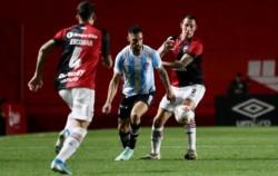 En un partido con más errados insólitos que goles, el Bicho se impuso por 1 a 0 a la Lepra.