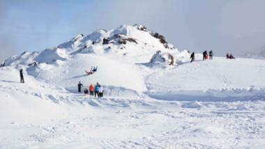 Pura diversión. La cumbre del cerro Perito Moreno es visitada a diario por cientos de turistas.