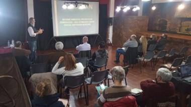 Raúl Barneche dio una charla para concejales y convencionales.