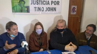 """Amigos y familiares de """"Tino"""" John siguen pidiendo justicia."""