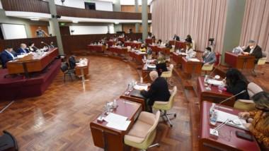 Después de mucho tiempo con el sistema virtual, los legisladores volvieron a legislar en el recinto.