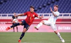 Argentina, inferior a España, quedó eliminada en el fútbol olímpico.