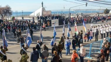 Una multitud se congregó en el Monumento a la Gesta Galesa por el acto aniversario de la ciudad.