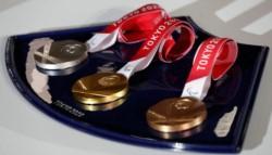 China sube a la primera posición con 15 medallas de oro.